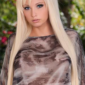 Rikki Sixx Busty Blonde Actiongirl