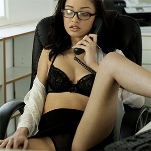 Scarlett Bloom Office Manager Met Art