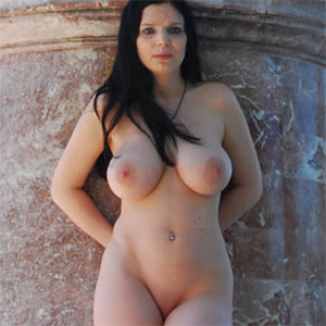 Sophie Nude In Public