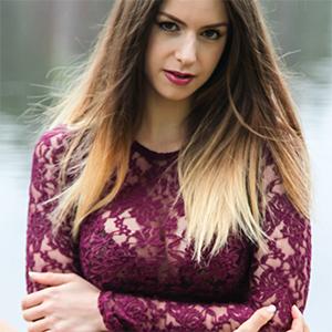 Erotic Beauty Stella Cox Presenting Stella Cox