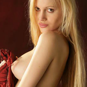 Tavia Nude Bare Maiden