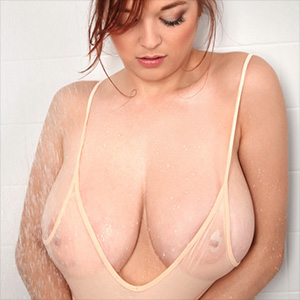 Tessa Fowler Takes A Steamy Nude Shower
