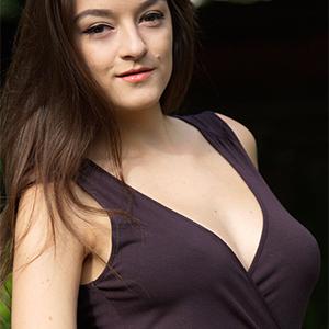 Vanda Sexy Girl In A Brown Dress