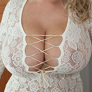 Vivian Blush Fancy Cleavage To Full Nude