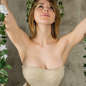 Yelena Presenting Beauty for Met Art