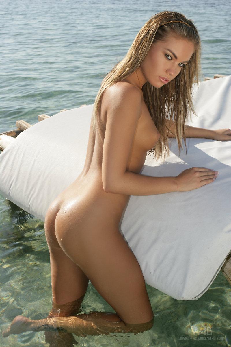 Women Nude Beautiful